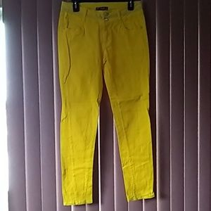 Lovely bright yellow skinny jeans